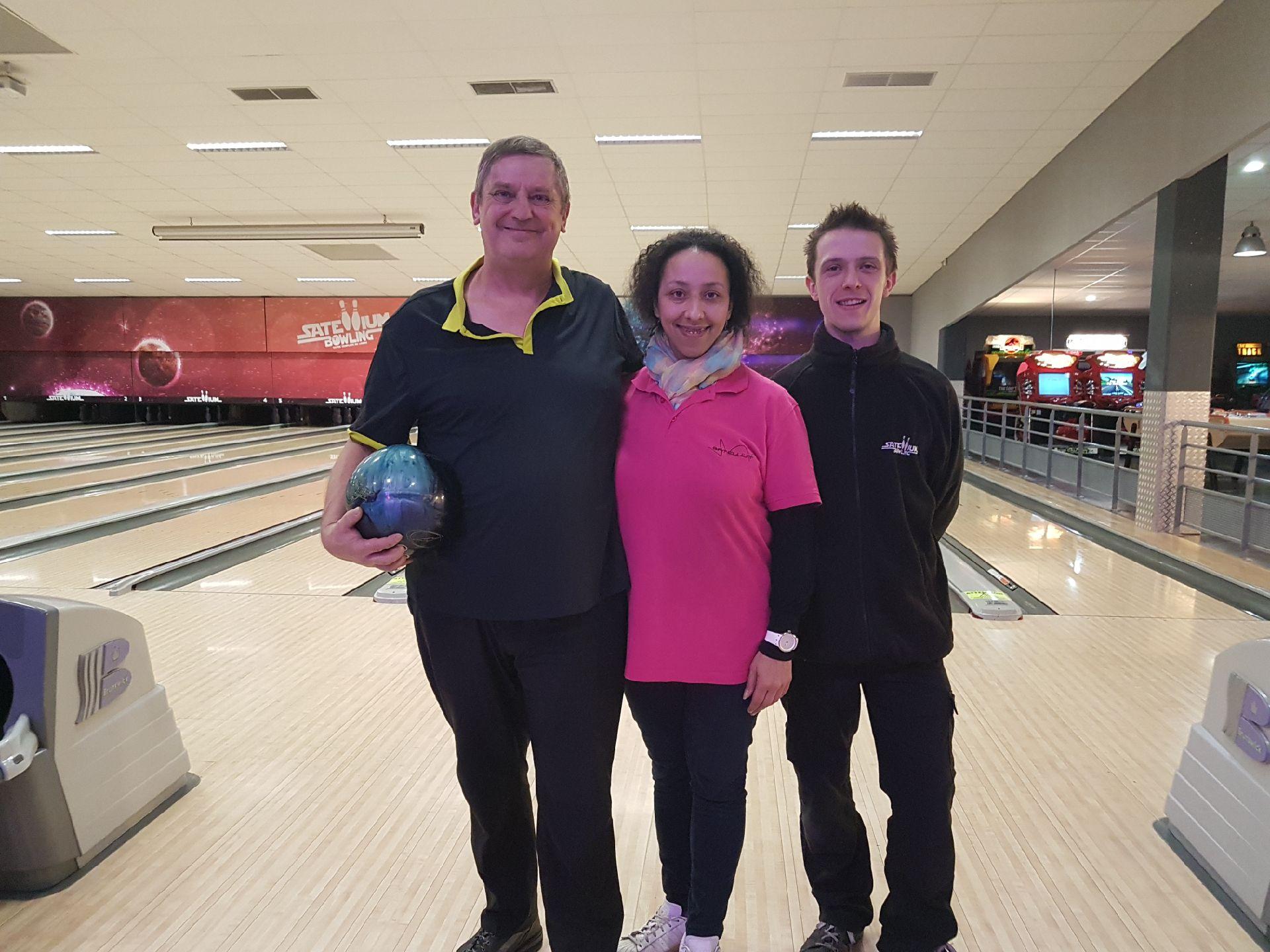 Eric avec Galia et Loïc, du bowling Satellium de Valenciennes